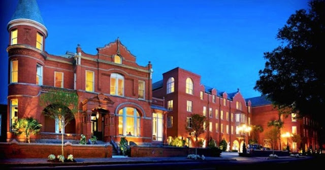 Mansion on Forsyth Park, Autograph Collection welcomes you with luxury hotel rooms, superb dining, a cooking school and more for your Savannah, GA visit.