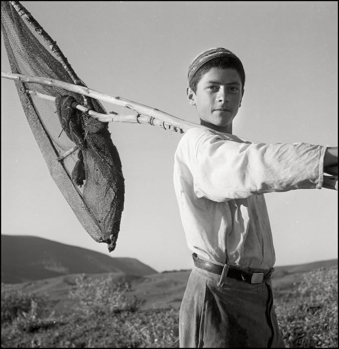 Крымский татарин мальчик-рыбак, 1943 год