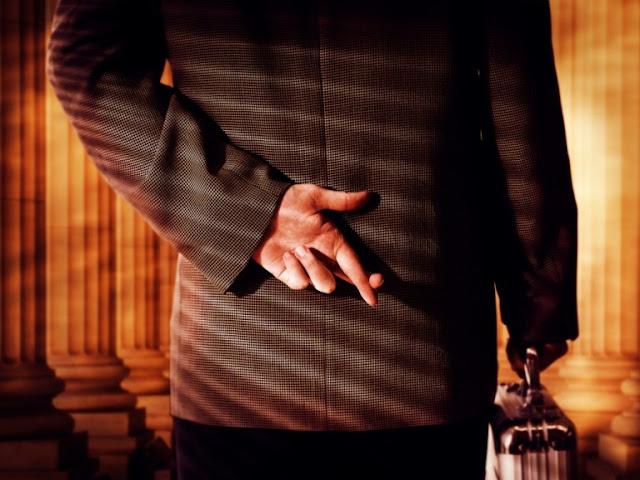 7 τρόποι να καταλάβεις αν σου λένε ψέμματα!