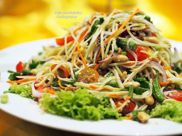 Traditional Thai Papaya Salad