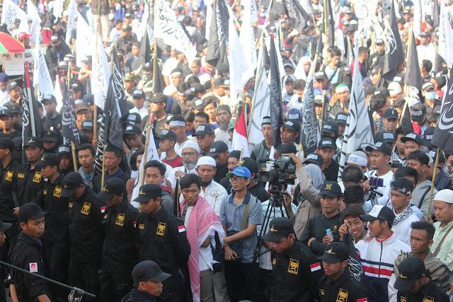 Tabligh Akbar Maulid Nabi Dimeriahkan Pawai Puluhan Ribu Bendera Tauhid