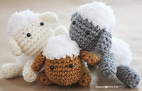 http://translate.google.es/translate?hl=es&sl=auto&tl=es&u=http%3A%2F%2Fwww.repeatcrafterme.com%2F2013%2F08%2Fcrochet-lamb-pattern-and-baby-mobile.html