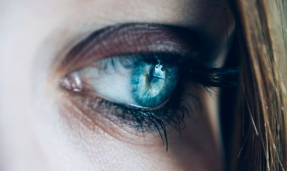 ¿Pueden vivir microbios en los ojos?