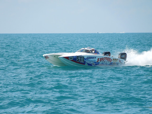 5 Brothers race boat