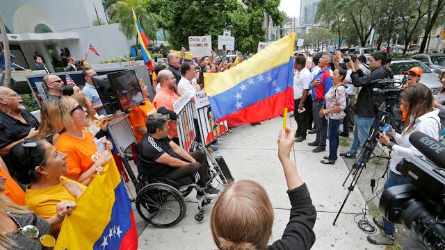 The New York Times: EE.UU. se reunió con militares venezolanos para planear un golpe contra Maduro