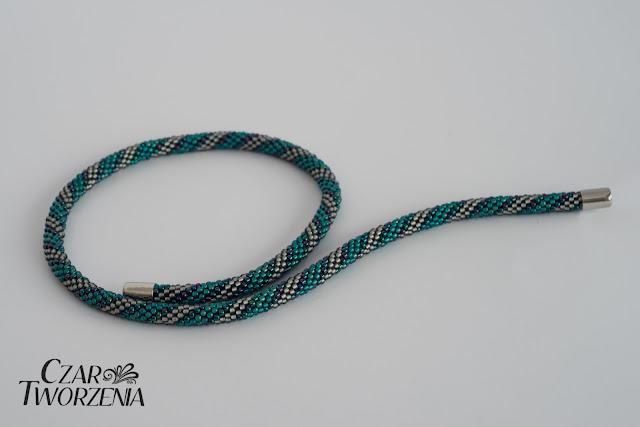 cienki naszyjnik sznur szydełkowy