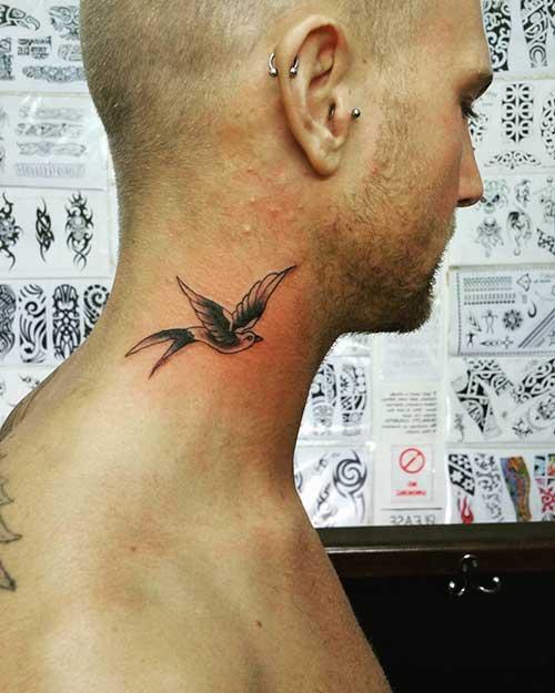 erkek boyun kuş dövmesi