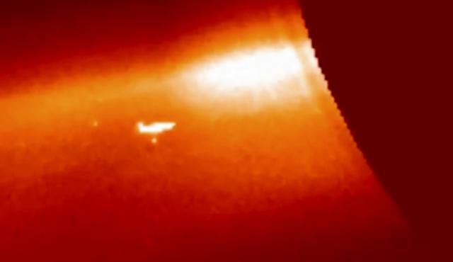 Phi thuyền ngoài hành tinh kích thước cỡ mặt trăng phát hiện gần mặt trời