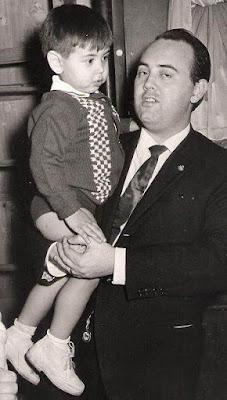 Lorenzo Ponce Sala con su hijo mayor en 1966