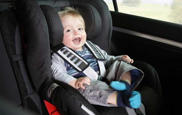 Cadeirinha de criança no veículo alugado