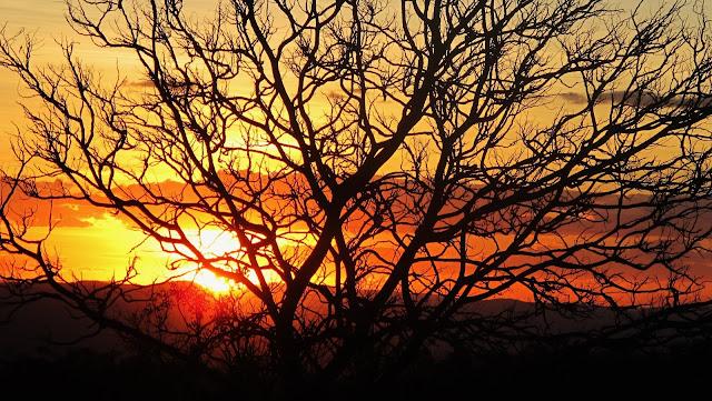 Pôr do Sol no Abismo com vista para o Cerrado na Chapada dos Veadeiros