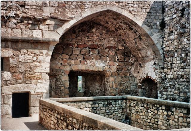 CANNES (06) - Monastère fortifé de l'Ile Saint-Honorat