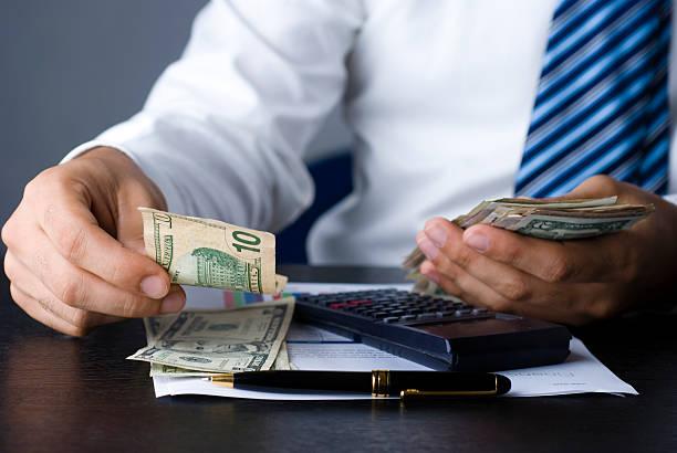 ahli dalam mengatur keuangan