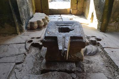 Artefak Batu untuk aliran air di Angkor Wat