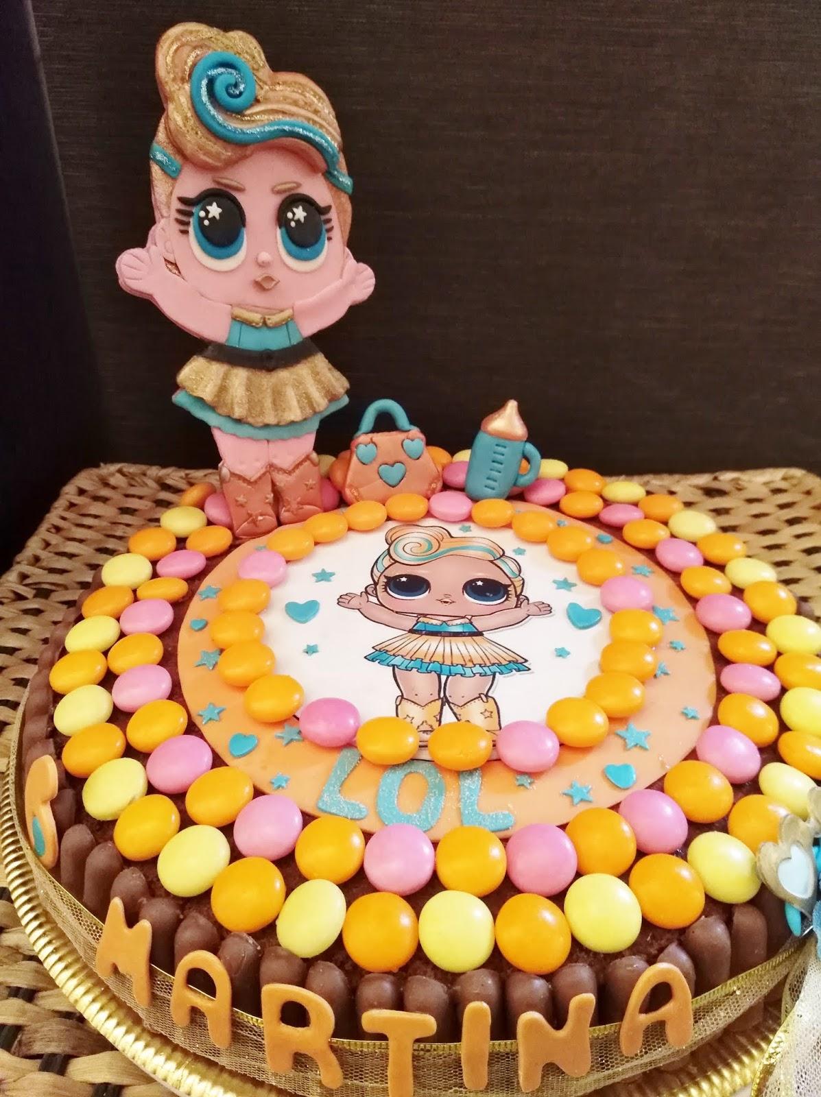 Le Lol Surprise con i loro occhioni hanno conquistato tutte le bambine e,  ovviamente, nel mondo del cake design, colorano le torte con i loro vivaci  colori