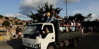 Cómo funcionan las 'perreras', nuevo método de transporte en Venezuela