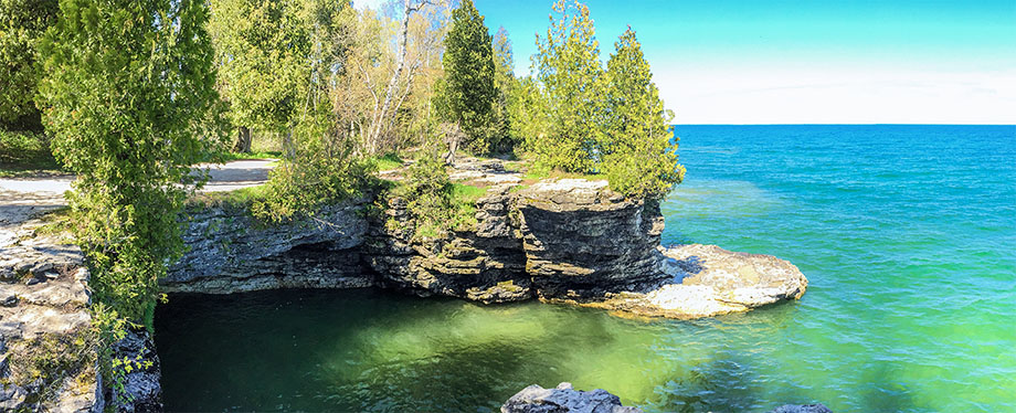 Wisconsin Explorer Hiking The Black Trail At Cave Point