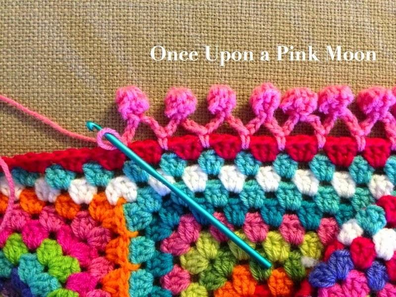 mes favoris tricot crochet tuto crochet de jolis pompons pour une bordure granny. Black Bedroom Furniture Sets. Home Design Ideas