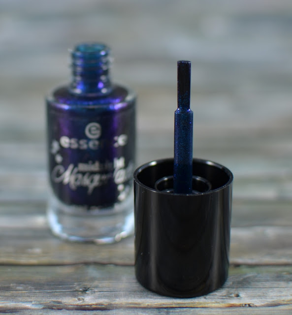 Essence midnight masquerade TE false lashes nail polishes Pinsel