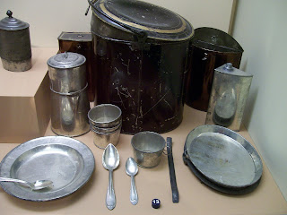 "Multi-piece tin ""officer's mess kit"" in the National Civil War Museum."