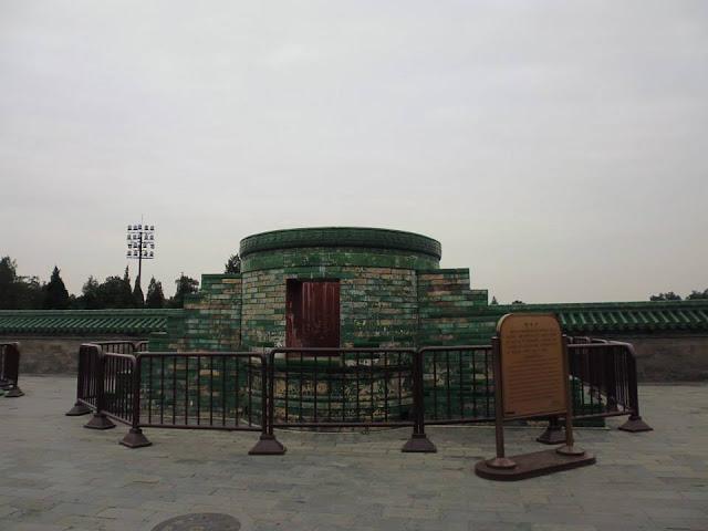 Hornos de hierro para hacer ritos de adoración en el Templo del Cielo (Beijing) (@mibaulviajero)