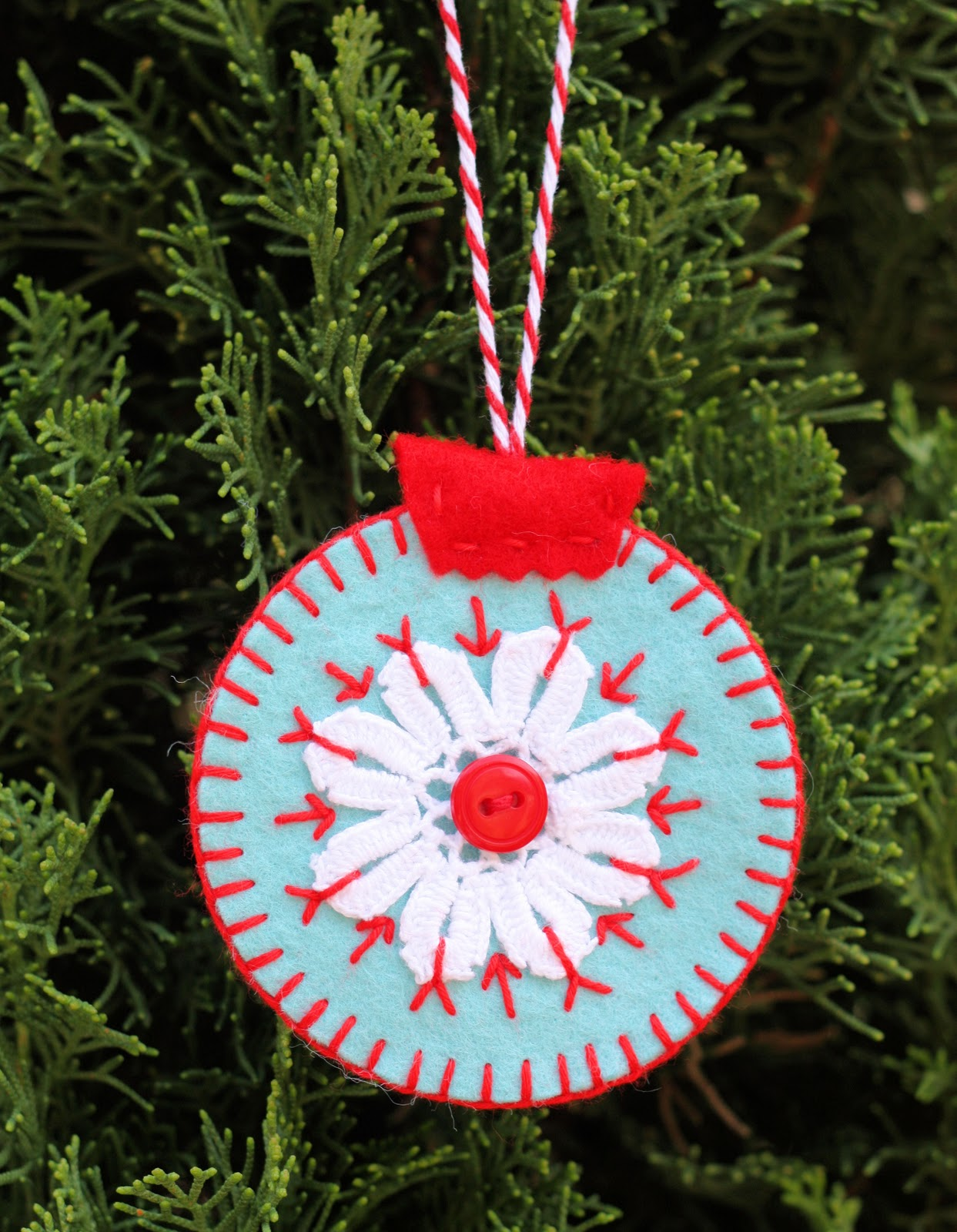 Homemade christmas ornaments a spoonful of sugar - How to make felt christmas decorations ...