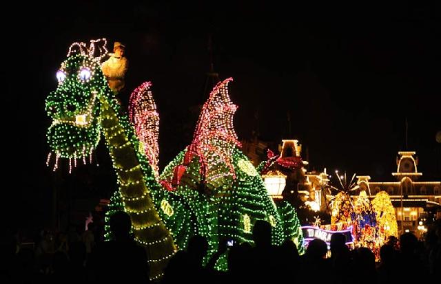 Disney Main Street Electrical Parade no Magic Kingdom