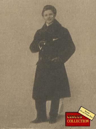 Charles Knie en tenue de ville