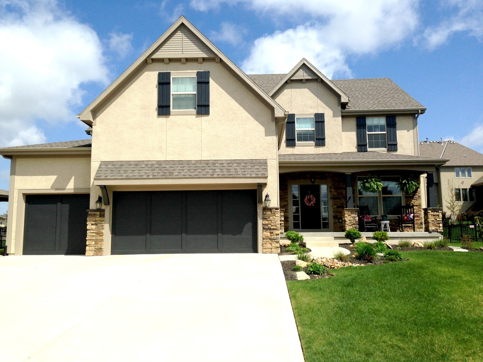 What Color Exterior Paint Goes With Brown Roof