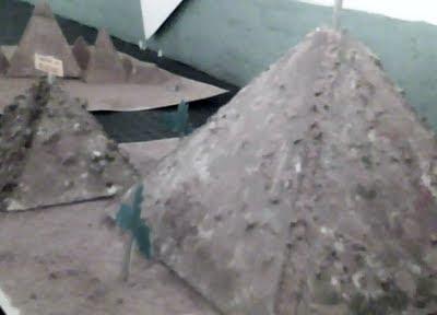 ejemplo de como construir la maqueta de las pirámides