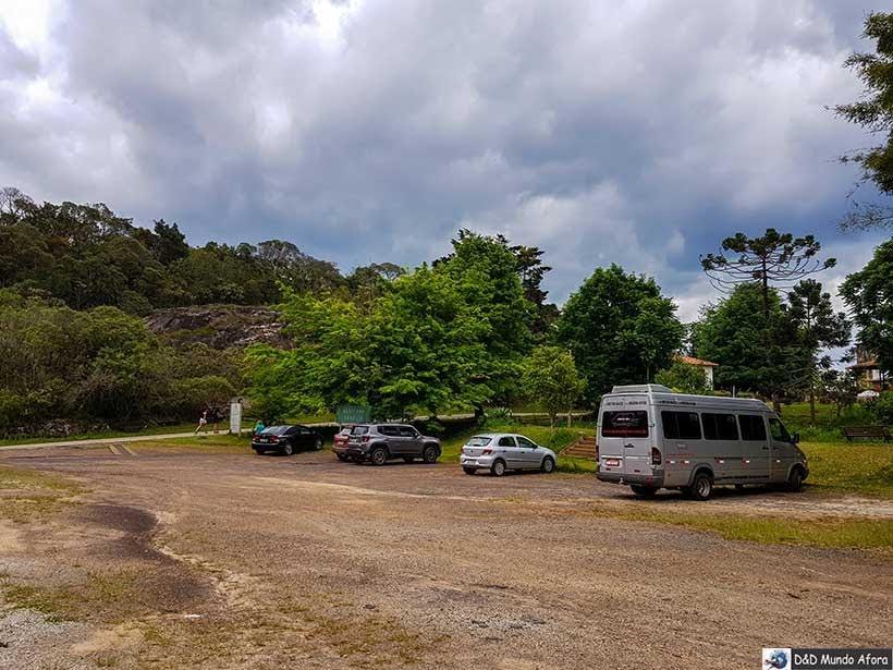 Estacionamento para visitantes no Santuário do Caraça