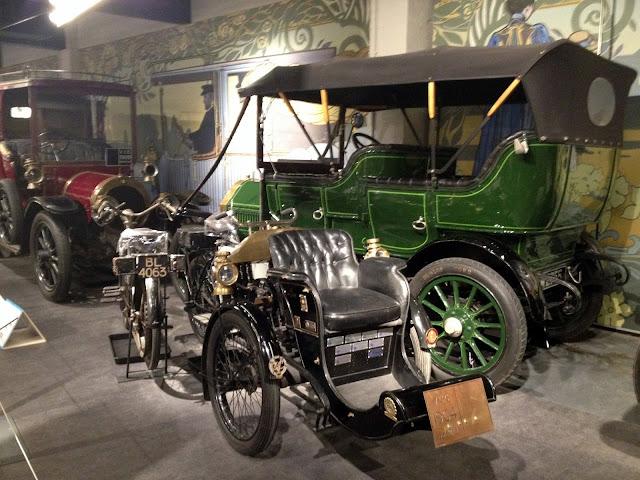 coches antiguos en el museo de conventry