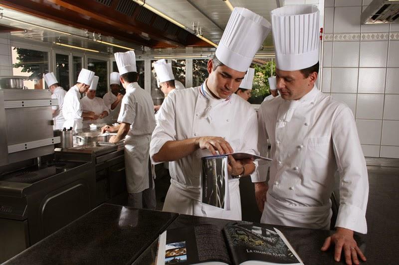 T cnicas b sicas de cocina la brigada de cocina - Tecnicas basicas de cocina ...