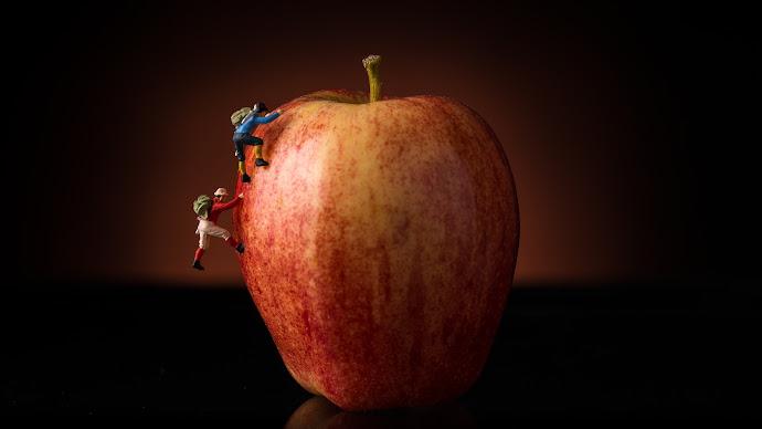 Wallpaper: Climbing the Apple