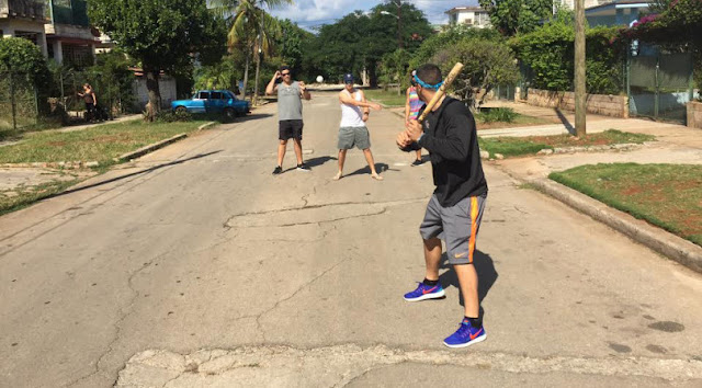 El estelar antesalista de los Rockies, de padre cubano, hasta jugó béisbol en las calles de Cuba
