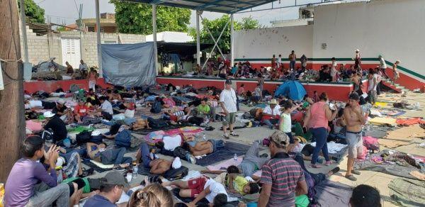 Caravana migrante posterga su trayecto para descansar en México