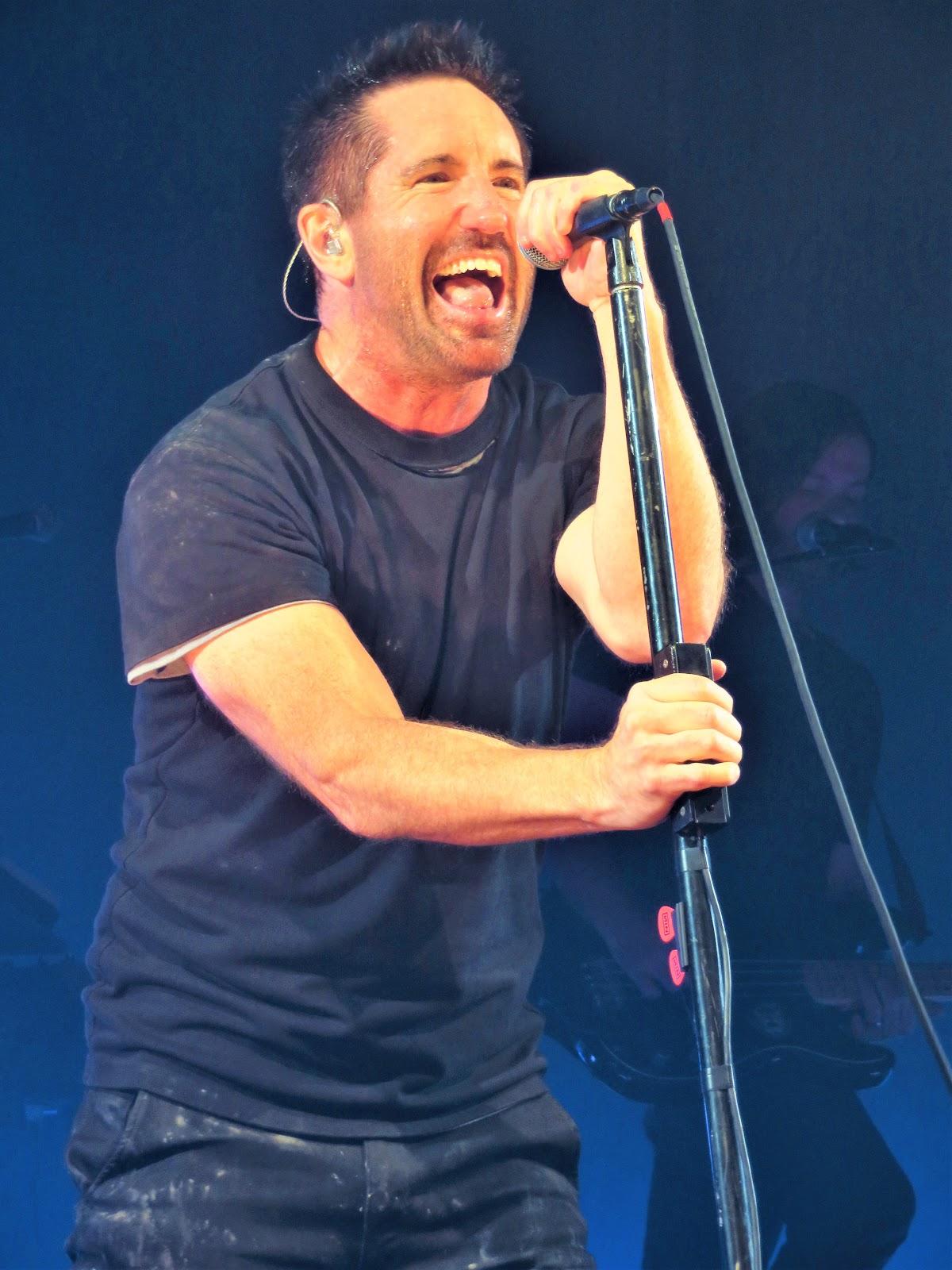 Play Nine Inch Nails : nails, Manhattan, Beat:, Nails, Radio, Music