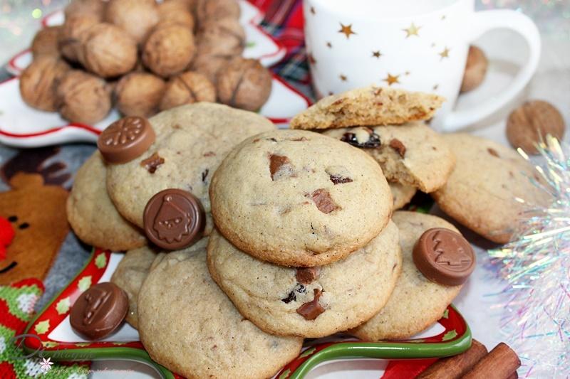 Cynamonowe ciasteczka z czekoladą i bakaliami (idealne dla Świętego Mikołaja)
