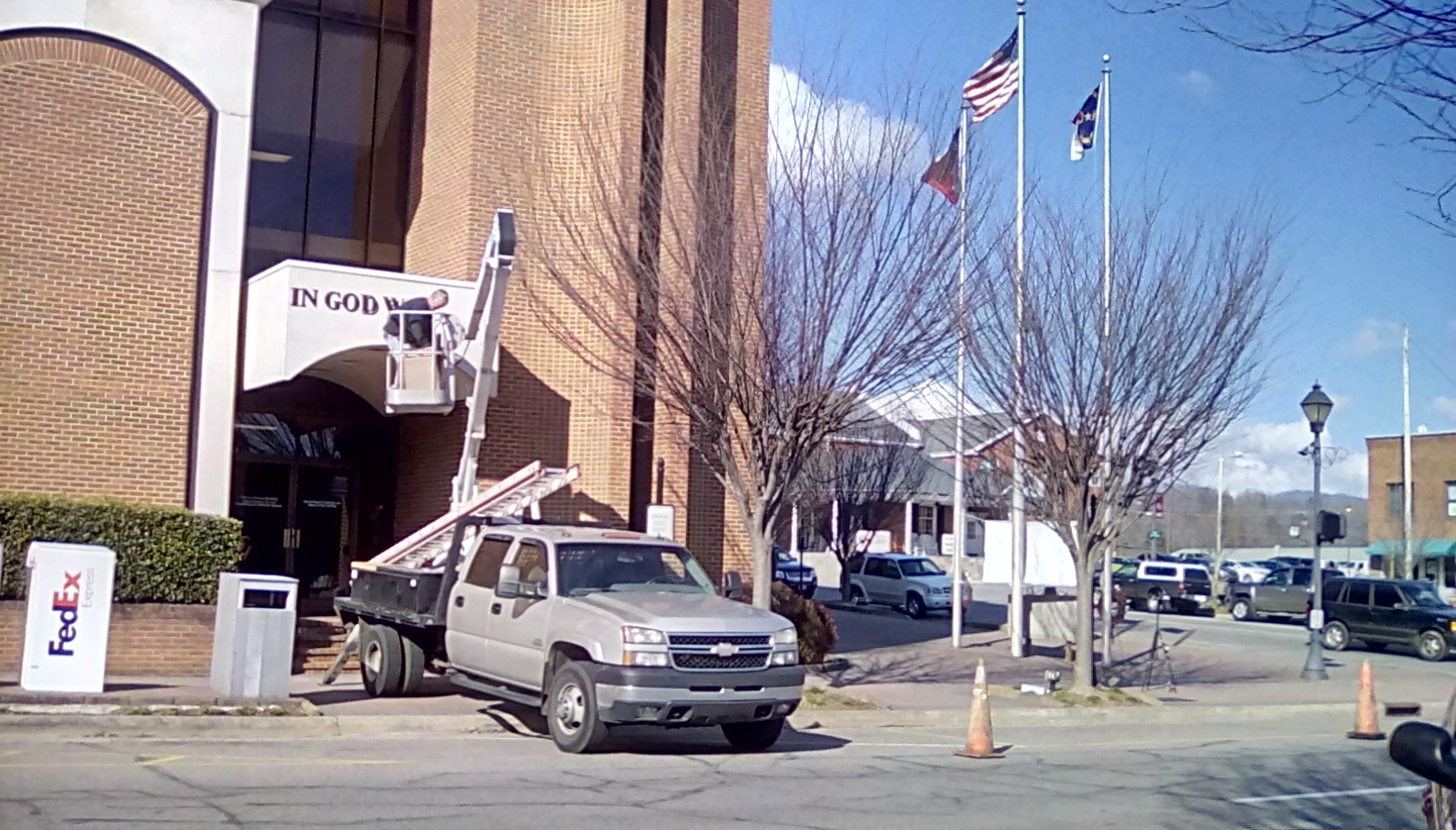 US Motto being installed on side entrance of courthouse