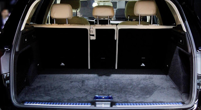 Khoang hàn lý phía sau Mercedes GLC 300 4MATIC 2019 thiết kế rộng rãi, thoải mái