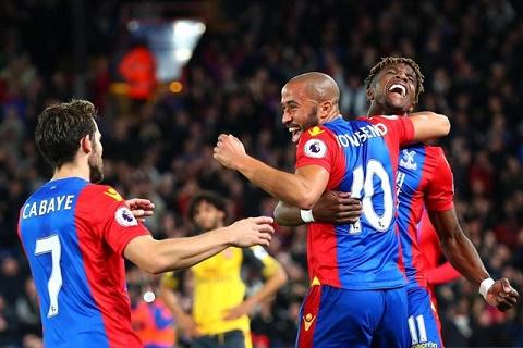 Crystal Palace tạo nên cuộc lộn ngược dòng
