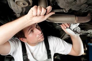 ¿Cuáles son los principales riesgos laborales en talleres de mecánica y de chapa y pintura?