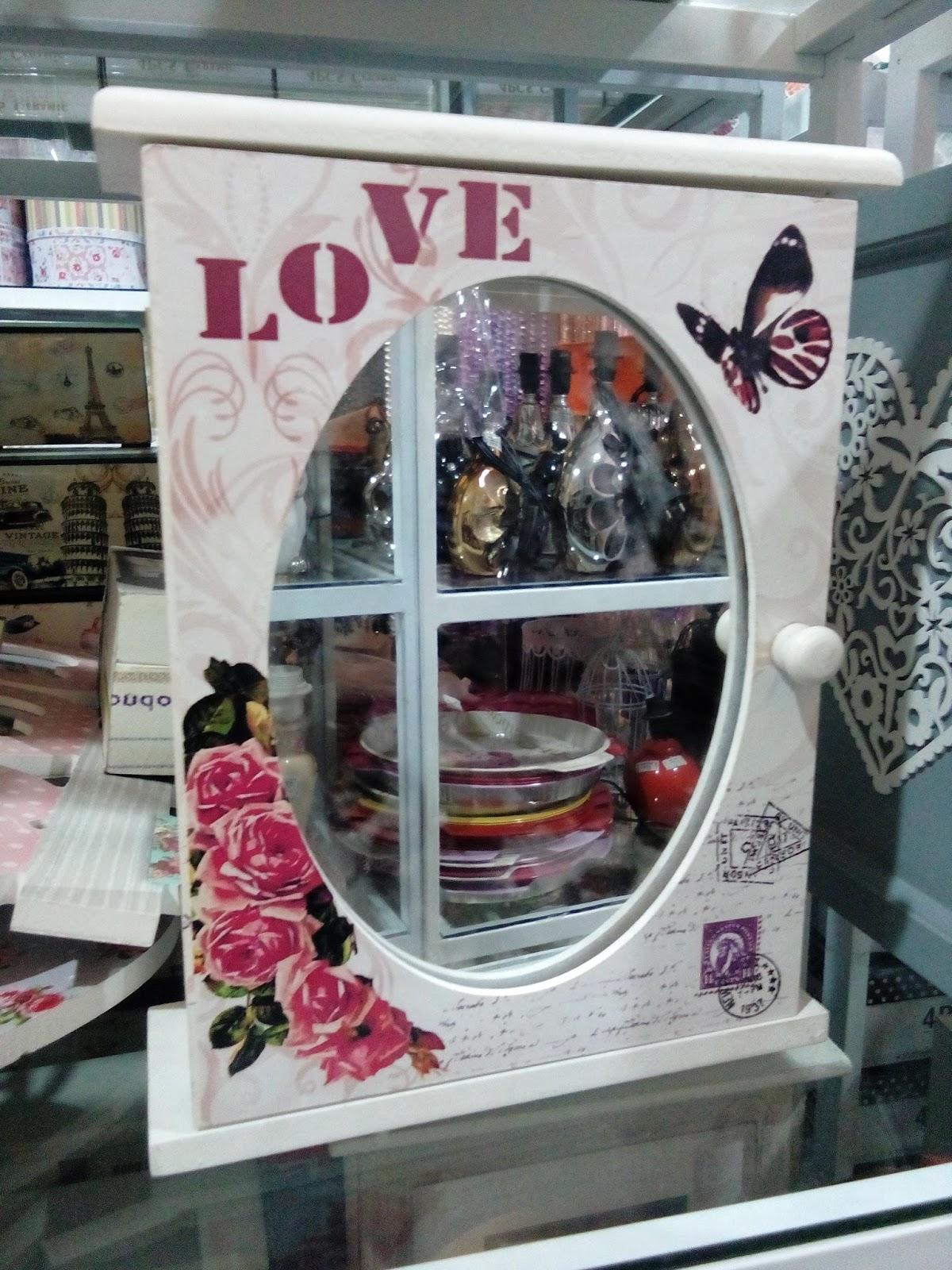 kontainer klasik vintage dilengkapi cermin Jolie Jogja Wirobrajan