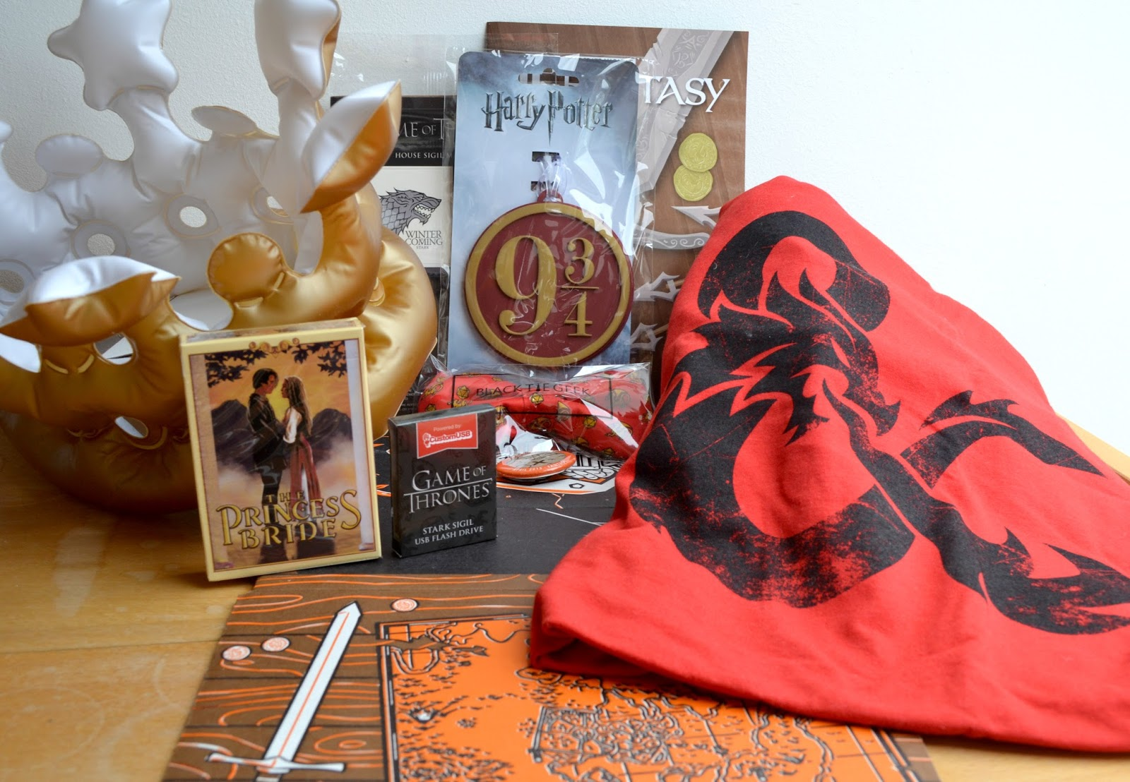 Unboxing Loot Crate: April 2015: Fantasy