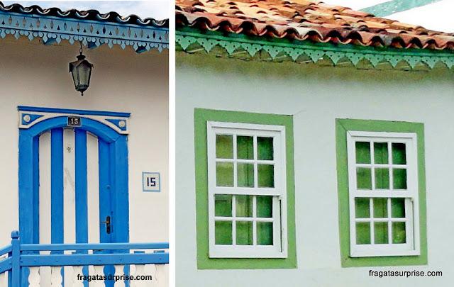 Detalhes de fachadas coloniais no Centro Histórico de Pirenópolis, Goiás