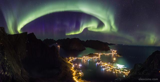 Bắc cực quang trên bầu trời Lofoten. Tác giả : Alex Conu.