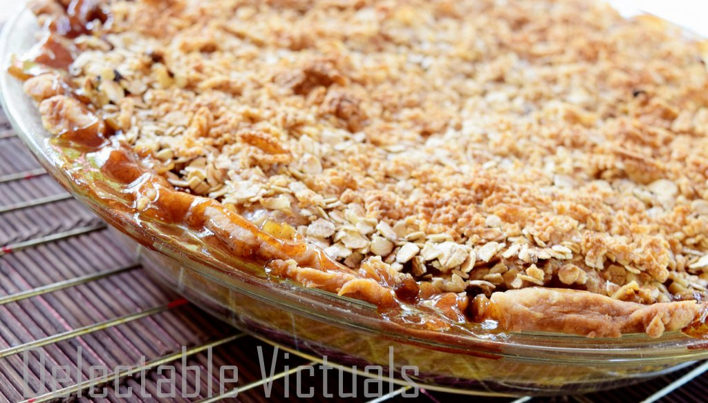 Home-garden Apple Pie Crumble with Oats and Chex