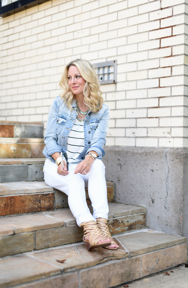 Outfit Inspiration | Striped top and white jeans with jean jacket