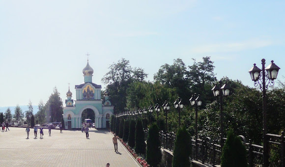 Банчени. Свято-Вознесенський монастир. Вхід