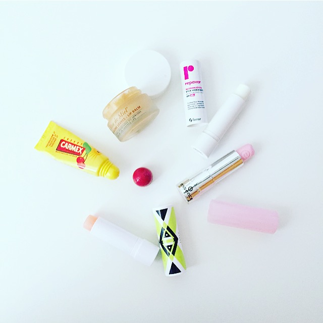 carmex, reve de miel, stick hidratante repavar, color enhancing lip balm de arrow, essence